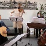 muusikot soittavat luuttua, viulua, cembaloa ja selloa
